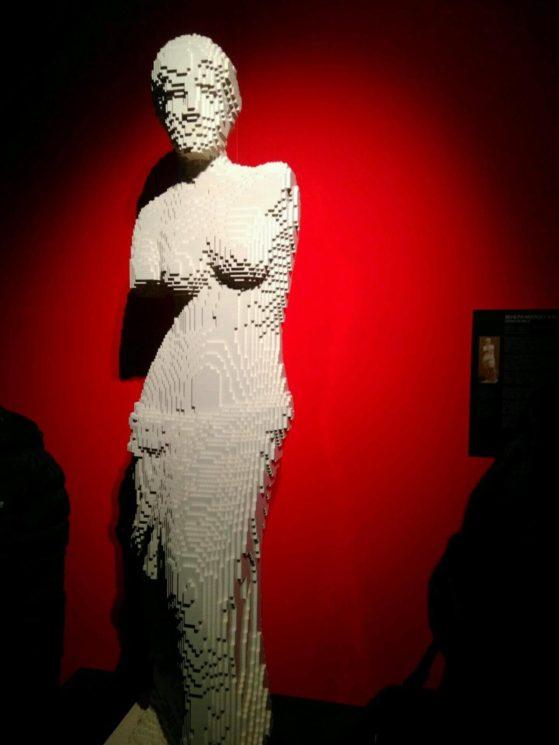 Венера Милосская из конструктора лего
