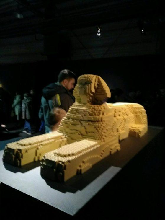 Статуя Сфинкса, собранная из Лего