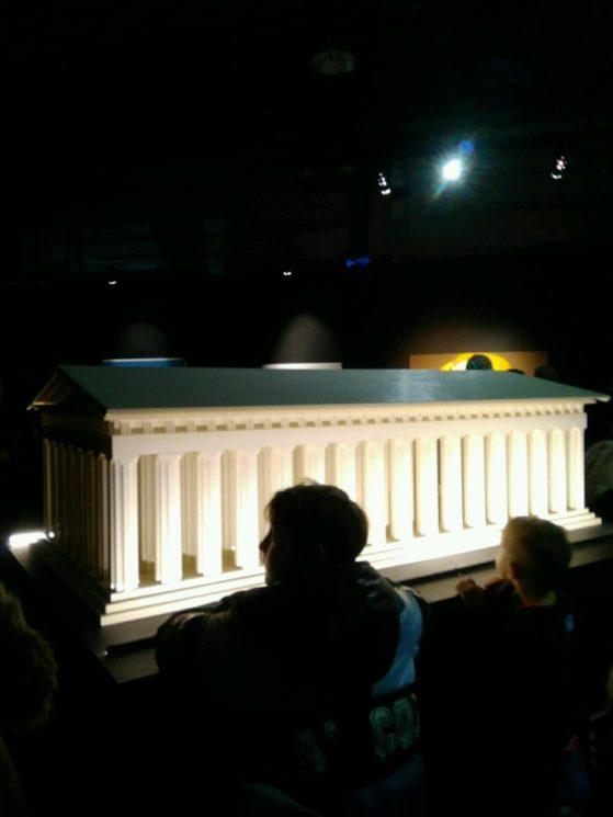 Афинский акрополь из лего